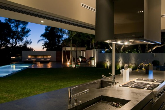 Beautiful Modern Homes Outdoor Kitchens