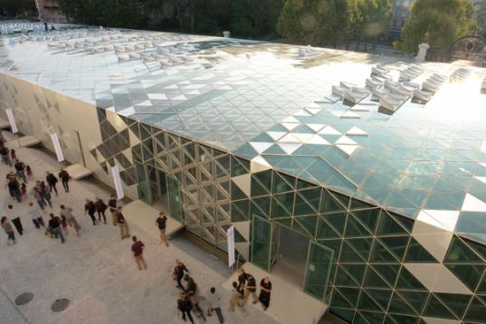 Solar powered design centre