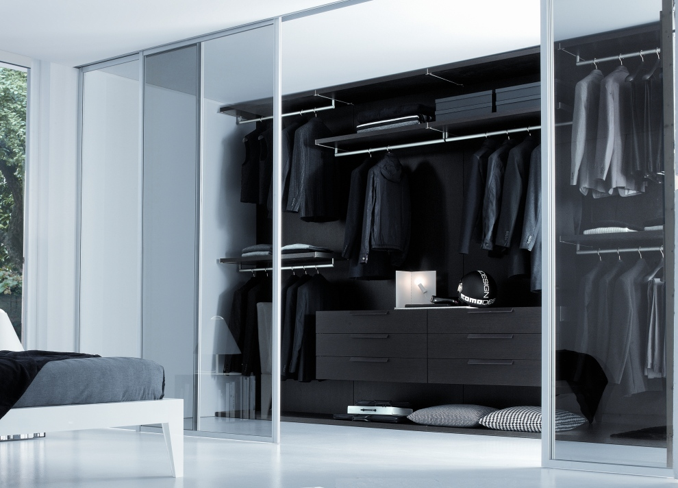 Bedroom closets and wardrobes for Walk in wardrobe fittings