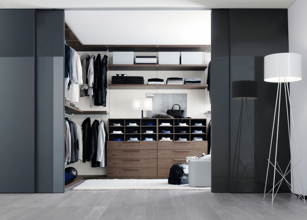 Bedroom closets and wardrobes for Interior designs of bedroom with wardrobe