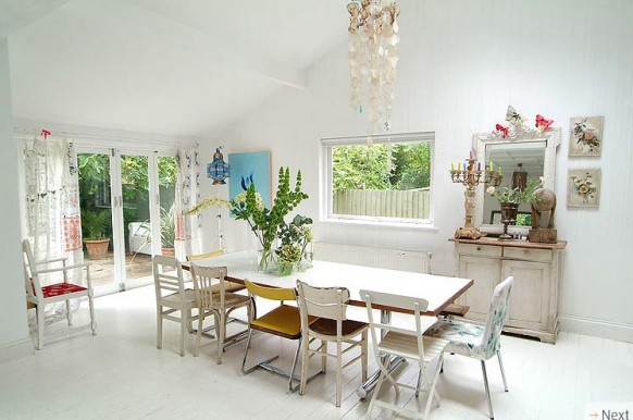http://www.home-designing.com/wp-content/uploads/2010/01/dining-area-and-backyard-582x386.jpg
