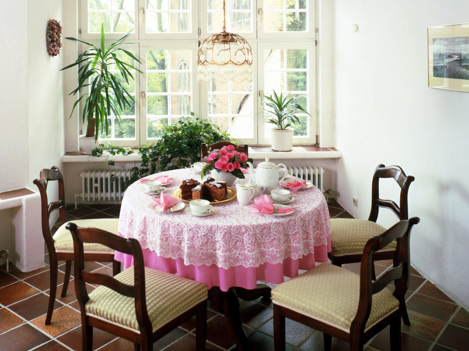 http://www.home-designing.com/wp-content/uploads/2010/03/cottage-dining-table.jpg