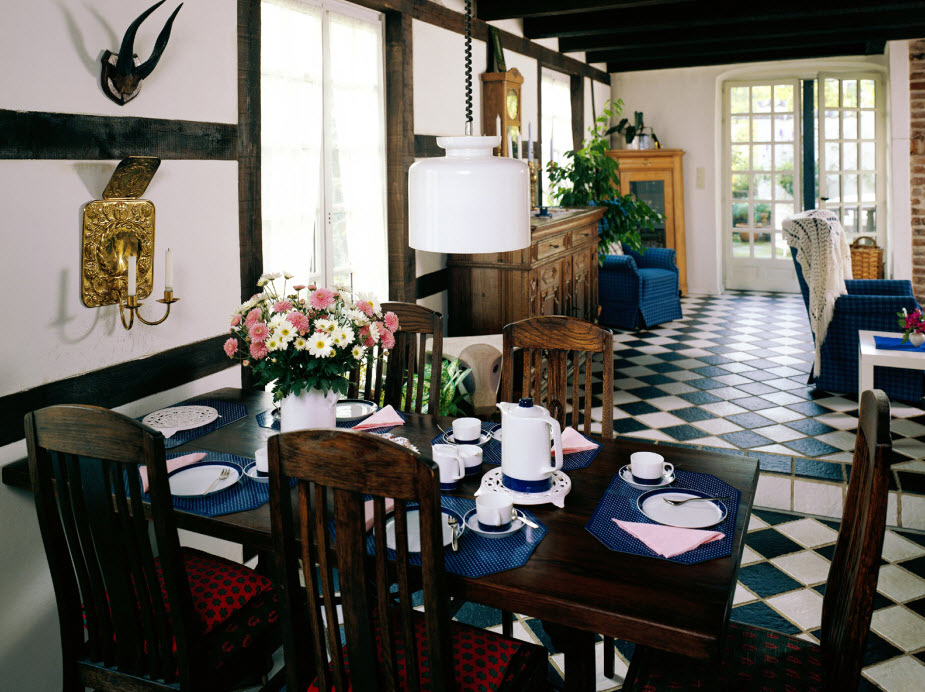 http://www.home-designing.com/wp-content/uploads/2010/03/country-dining.jpg
