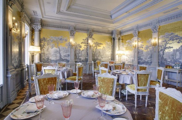 20 royal restaurant interiors