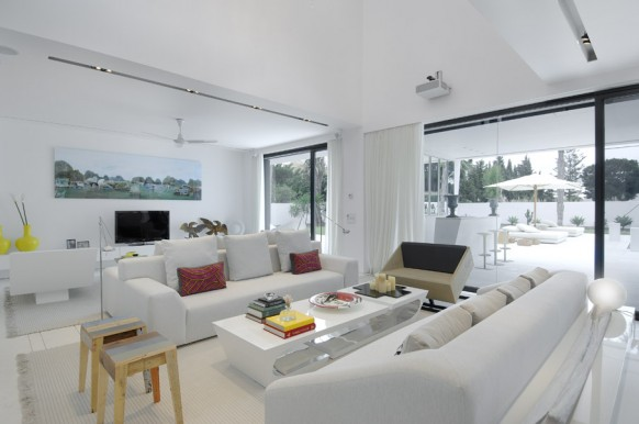 3 amazing white lounge