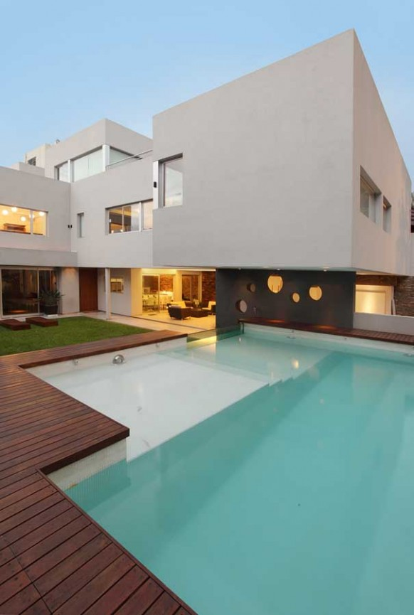 Exclusive And Luxury Swimming Pool With Glass Walls