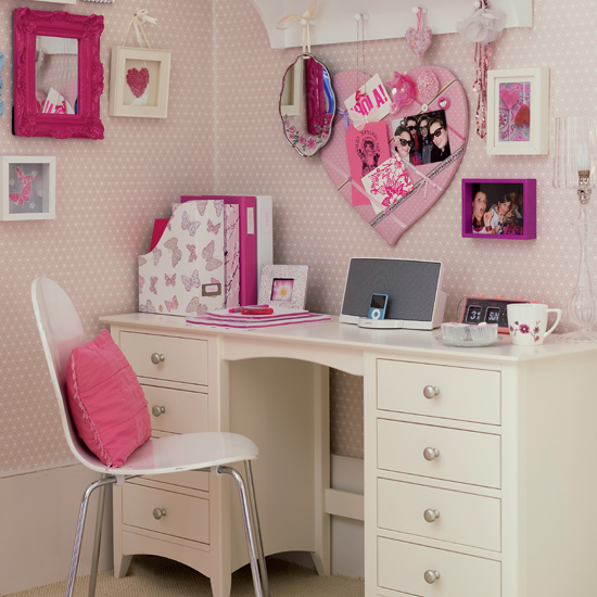 http://www.home-designing.com/wp-content/uploads/2010/07/Romantic-study-Bedroom.jpg