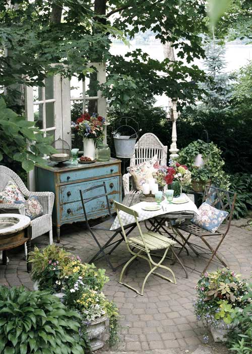 Creating outdoor spaces for country living for Creating an outdoor living space