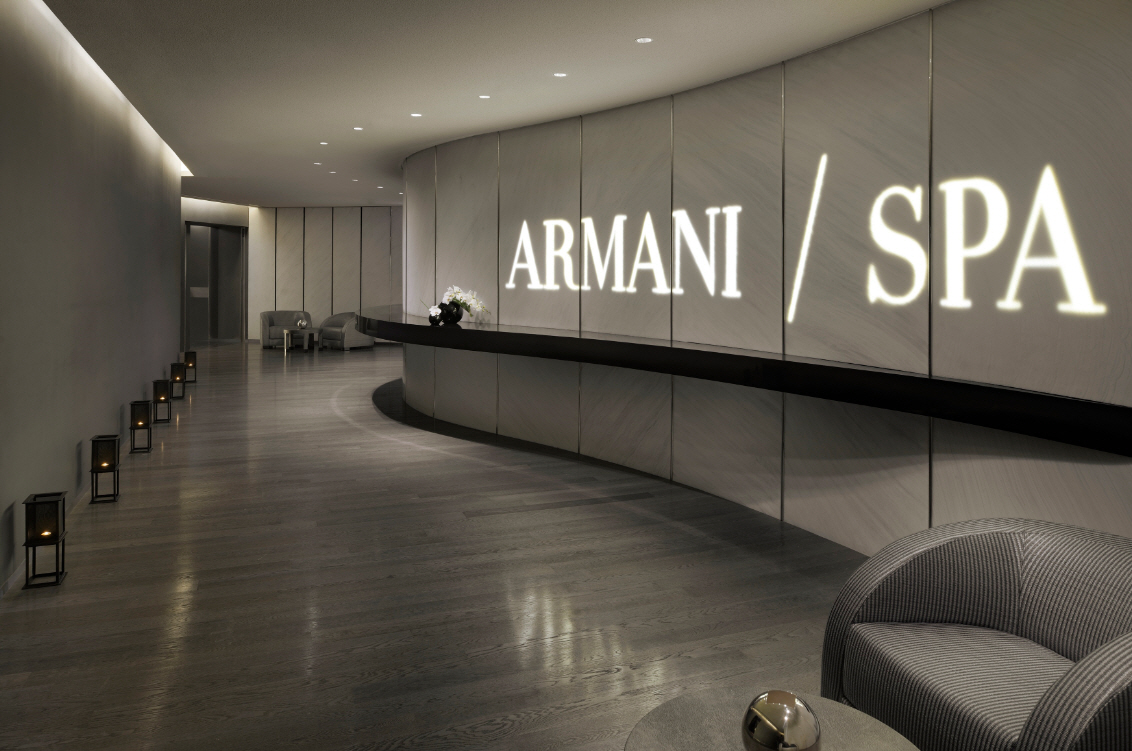 Interiors of armani hotel dubai burj khalifa thefrench for A french touch salon