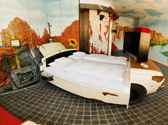 V8 Hotel Cow print Car Bed 582x435 Amazing Car Themed Rooms