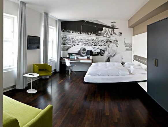 V8 Hotel Germany race car accent wall 582x443 Amazing Car Themed Rooms