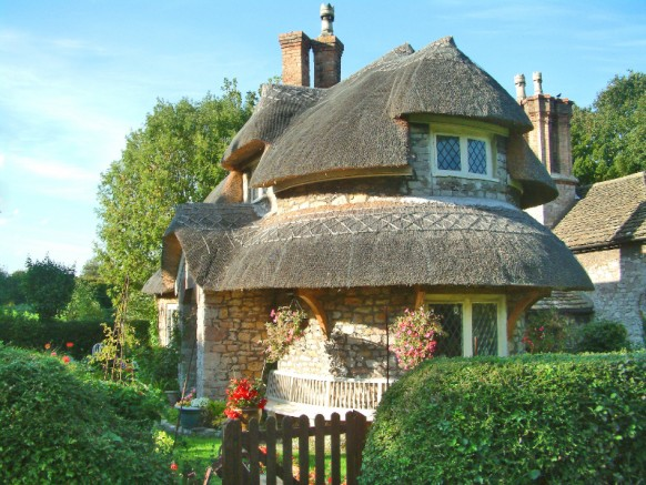 Cottage Homes rounded thatched roof 582x437 - Dabbang Cottages hain yaar...!!!