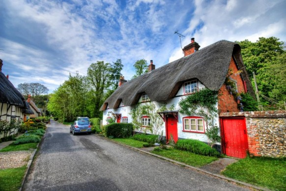 Cottage House red and white with black thatched roof 582x389 - Dabbang Cottages hain yaar...!!!