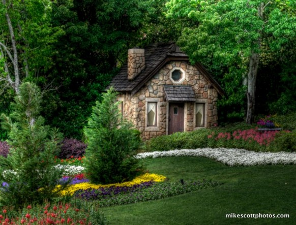 Cottage in forrest house hansel and Gretel 582x443 - Dabbang Cottages hain yaar...!!!