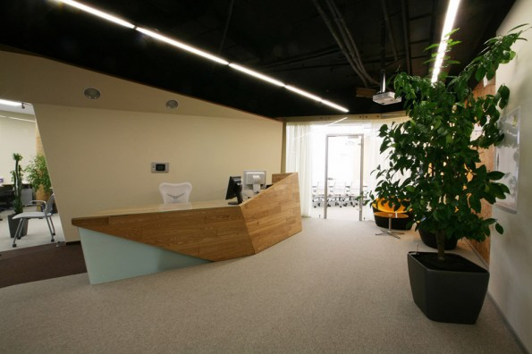 Home garden russian web company yandex s offices for Office entrance design
