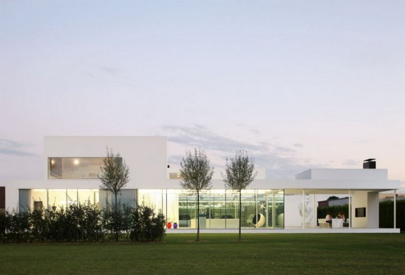 Contemporary Villa VH by Beel Achtergael Architecten garden view