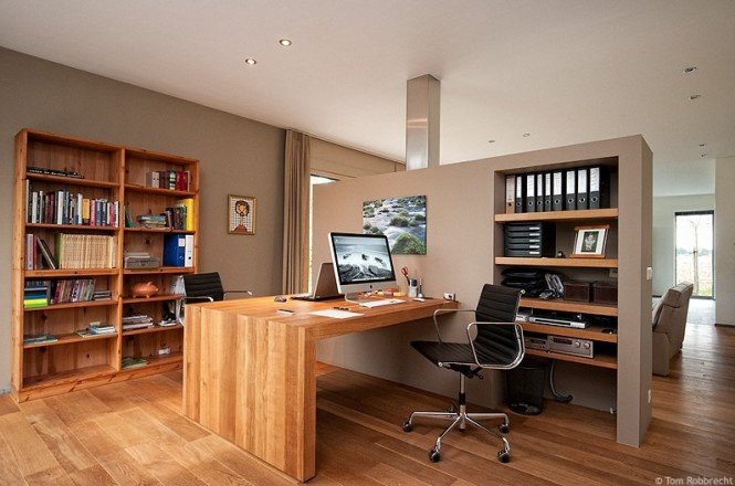 smart and spacious workspace 665x440 Cool Workspace Inspiration