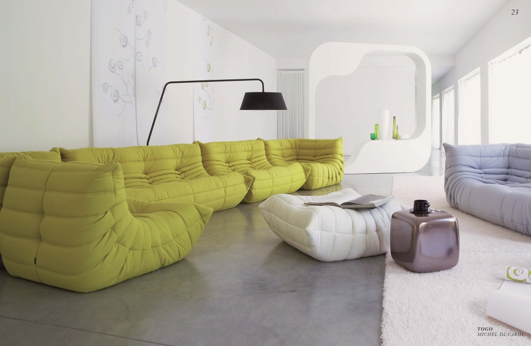 Big couches in plain living room for Canape ligne roset togo
