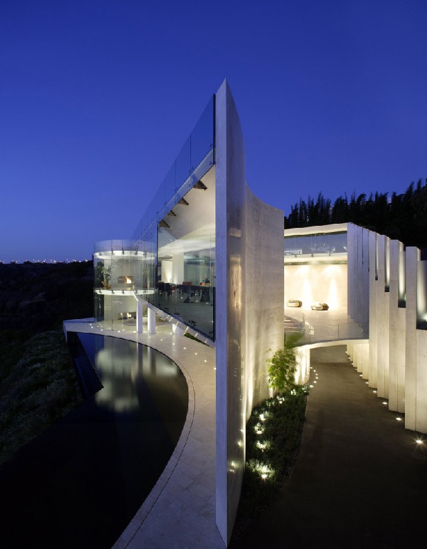spectacular-house-by-sea