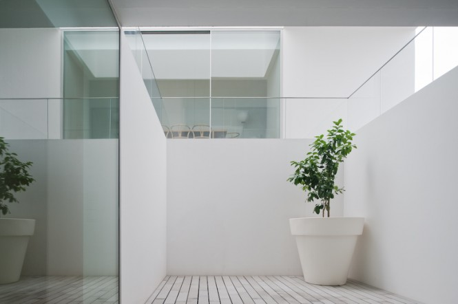 alcove with planting