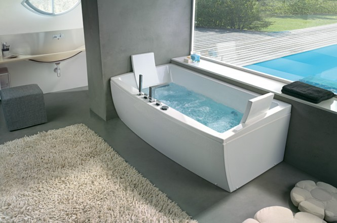 angular bathtub with head rest