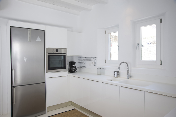 All white kitchen for Cocinas en ele