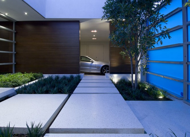 private luxurious courtyard entrance