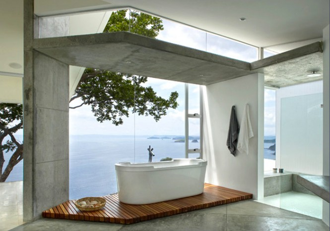 If you are a water lover, you will love this house since it incorporates the beauty and purity of water everywhere it can. As you bathe, you can look out at the pool and the ocean.