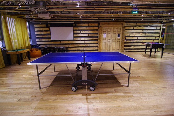 Like every company should, Google takes care of its employees, and the spaces include a game room, where hard-workers can take a recreational break, relax, and rewind.