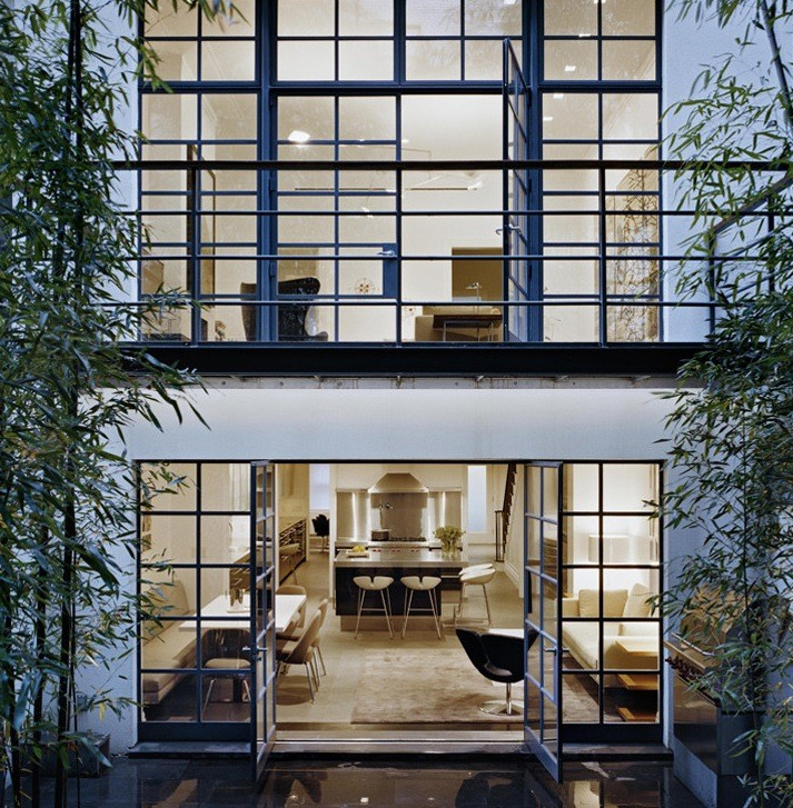 An important design element of these townhouses is that the windows at the back of them are very large and open up to the backyard. This allows the backyard to appear from inside the house and influence the design of the rooms inside.