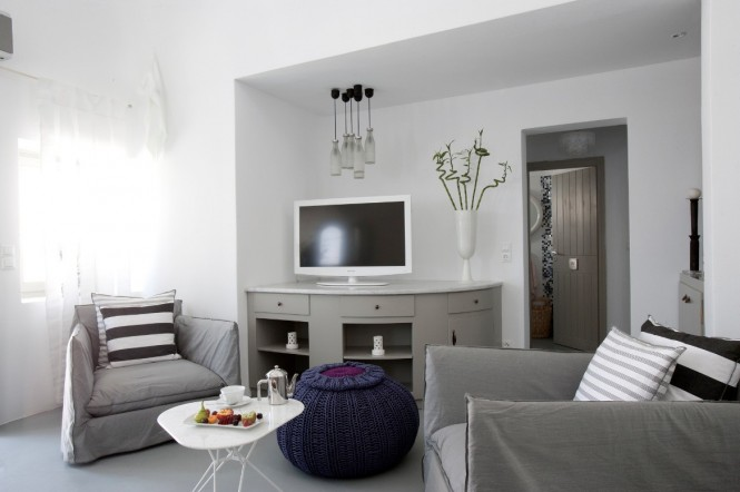 grace santorini white living area and tv