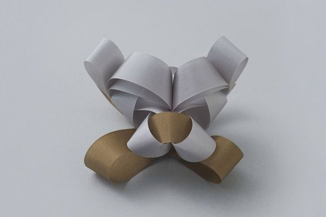 decorative-ribbon-wrap