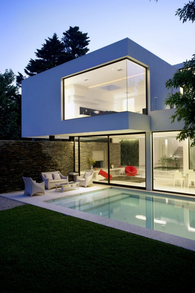 Carrara House poolside