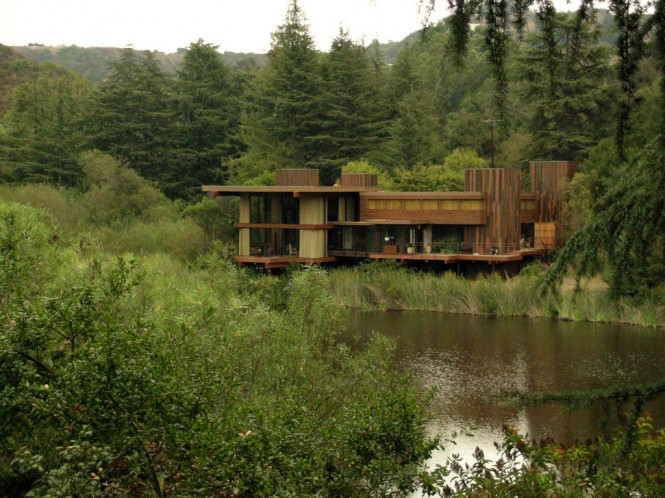 Image via AdrienEven if you weren't impressed by the movie, you are bound to be impressed by the stunning lakeside house in which the scene is set.