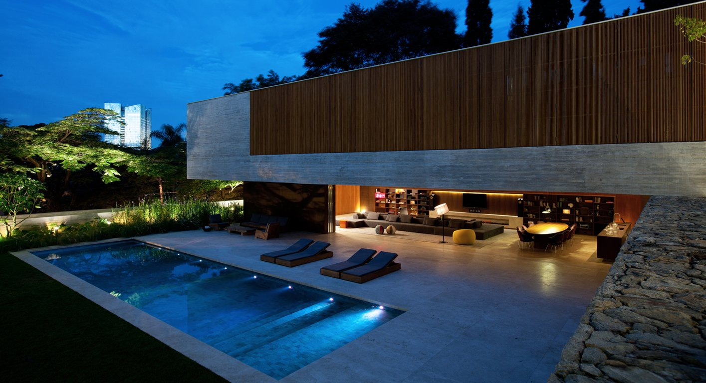 Spectacular modern house with open design and adjacent pool for Home designs with pool