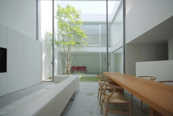 12 Small Courtyard