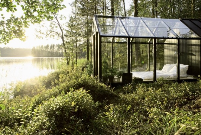 This Garden Shed by Helsinki architect Ville Hara has been used as an extra bedroom at designer Linda Bergroths summer cottage. We hope that Linda holidays in a very secluded spot otherwise bed head and pillow drool will become a very public problem.