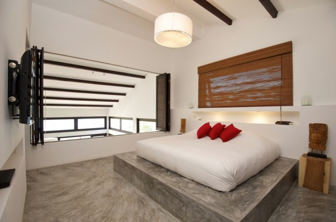 Casas del Sol is made up of five individually designed beach villas, in a peacefully idyllic island location, each offering two bedrooms and an open plan living space that is kept cool in the hot climate by high ceilings, generous windows, and large terrace doors.
