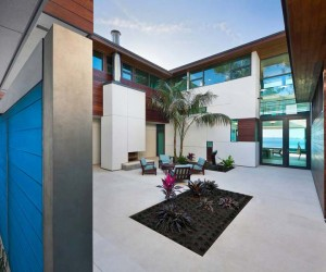 The architecture rises around a central courtyard, which is screened from the sea breeze, providing a private outdoor space away from the neighbours and passing traffic. The surrounding daylight filled structure is cleverly divided into spacious wings, so that diverse inhabitants may enter and leave independently without disturbing others.