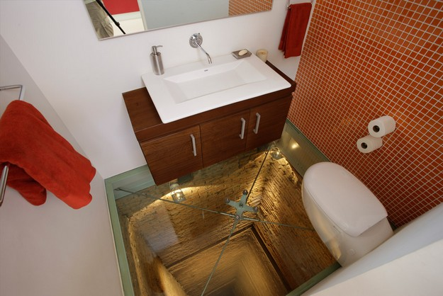 Glass floor feature
