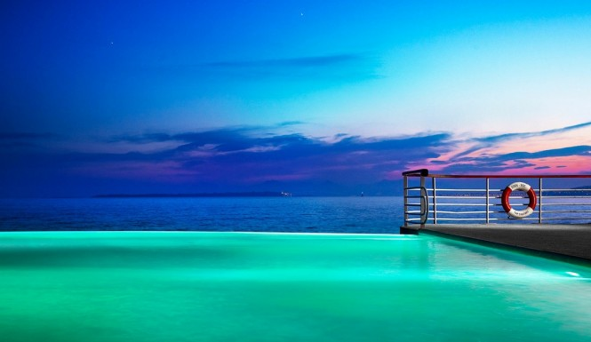 Infinity pool