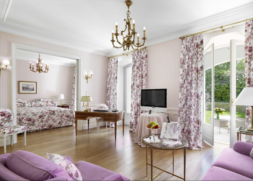 Purple white bedroom lounge for White and purple bedroom designs