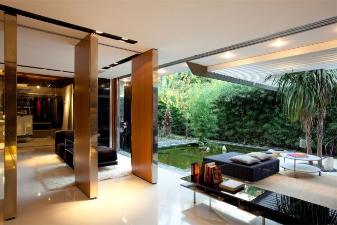 A bright atrium supplies natural light to the secondary areas of each dwelling, whilst also acting as a chimney to give exit to warm air in the hotter months of summer. The homes are based around a bioclimatic design, with the positioning under shade in the south, plus a building and water connection to create a natural cooling system to save on energy consumption.