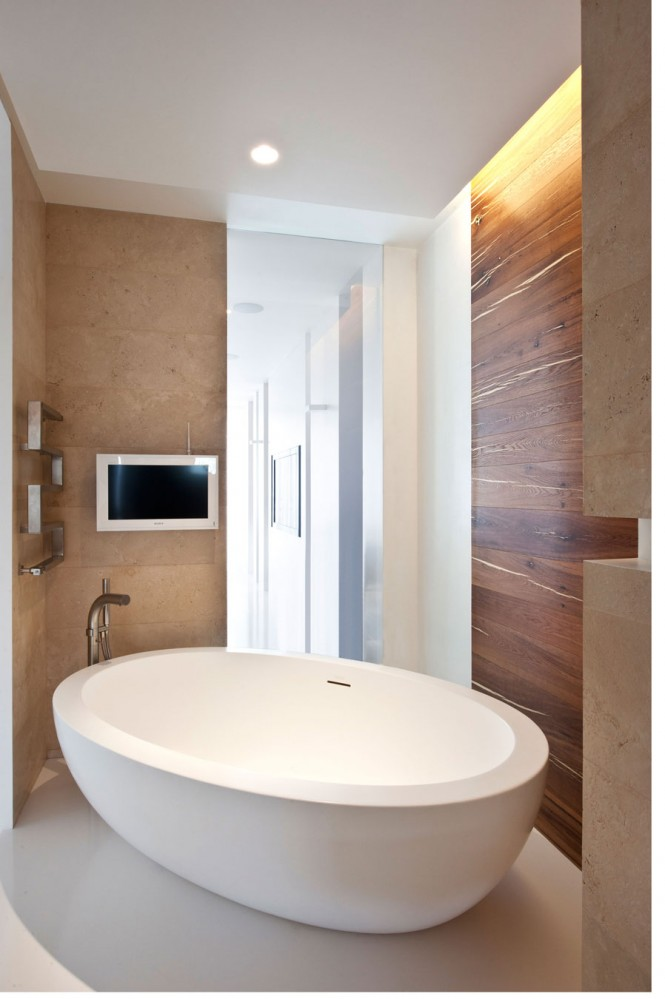 Freestanding modern bath tub
