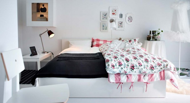 Pink white bedroom design