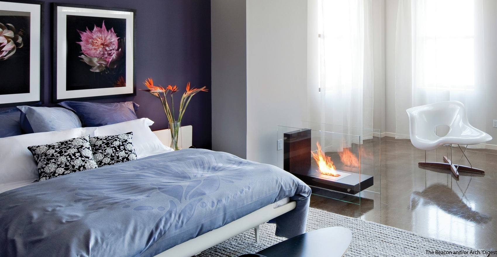 Purple white bedroom scheme Modele de chambre a coucher moderne