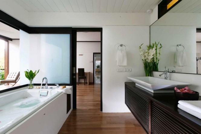 Cool contemporary bathroom design