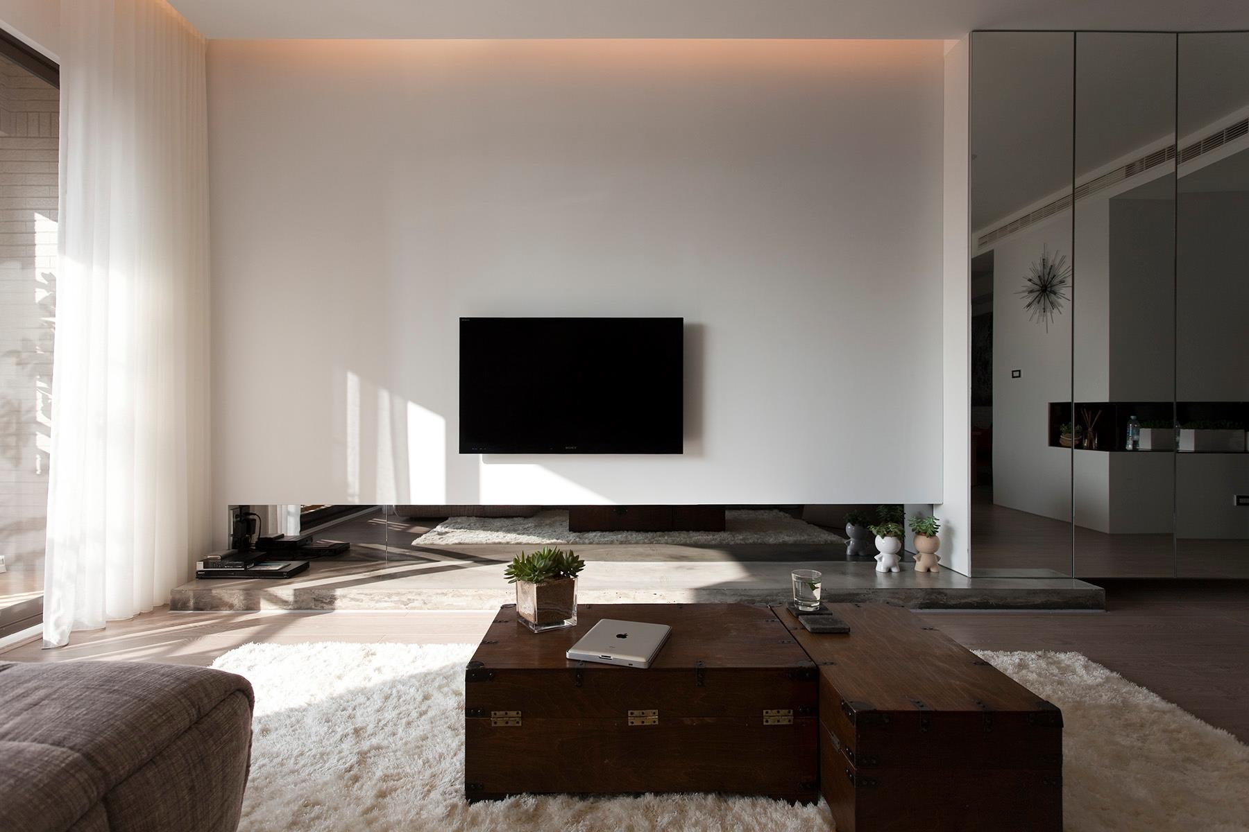 Modern living room jan 05 2013 19 52 46 picture gallery - Contemporary living room interiors ...