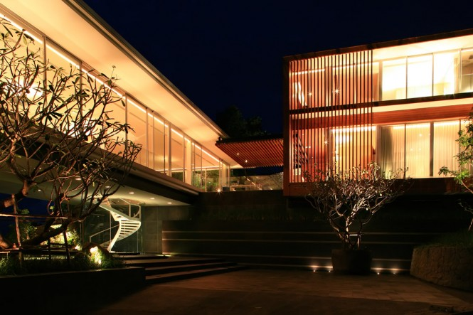 The design of the four level home plays with a combination of containment and expanse, using a 'Z' shaped form to form a series of divides that create distinct spatial experiences.