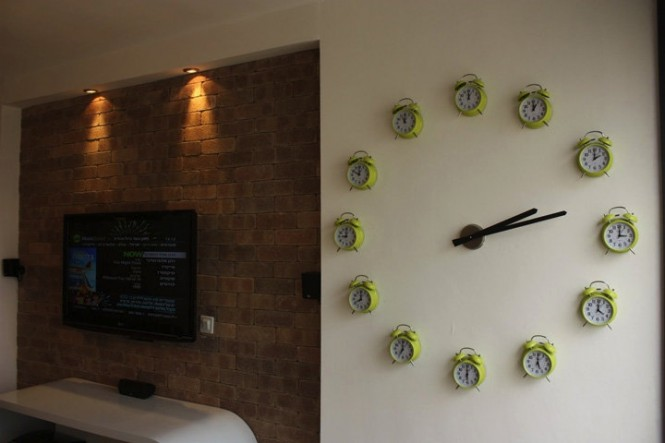 Imagine waking up to these TWELVE alarm clocks! But look a little closer and you'll find that each one has been stopped on the hour that it represents as part of the big clock, clever stuff.